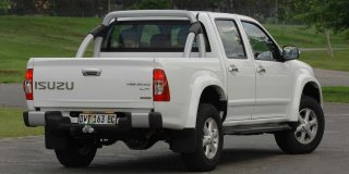 isuzu kb 300 d-teq d/cab lx at