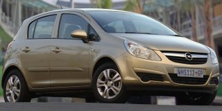 opel corsa 1.4 enjoy 5-door
