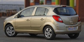 opel corsa 1.4 enjoy 5-door at